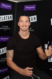 Le 27 octobre, Zlatan a sorti son sourire et ses tatouages pour la présentation de son parfum éponyme au Marionnaud Champs Elysées - photo Dominique Charriau / Getty Images
